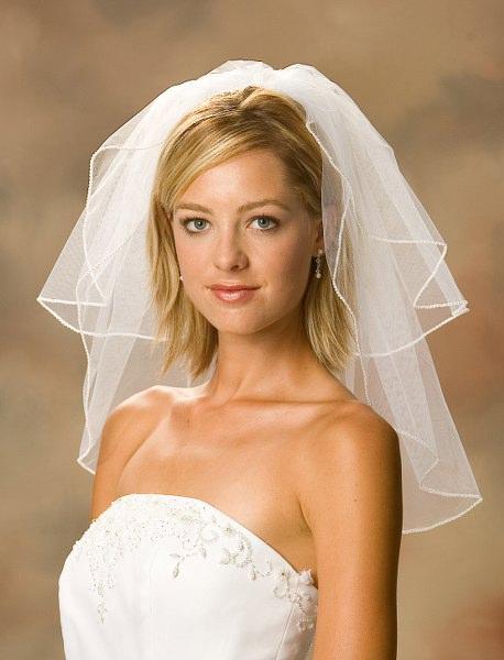 shoulder-length-wedding-veils-2011010217